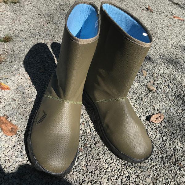 245f8af6359ece 今まで雨設営の時、ホームセンターで適当に買った長靴使ってたけど、かさばるうえにダサくてw。これ、生地がやわらかいし、ミドル丈だしちょうどいい。